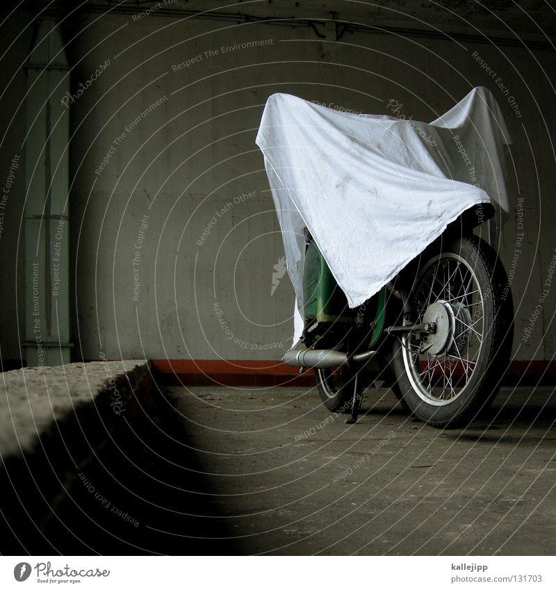 das kleine gespenst Motorrad Kleinmotorrad Schwalben Parkplatz Elefant Geister u. Gespenster Geisterstunde Umhang Stoff Abdeckung Faltenwurf Design Silhouette