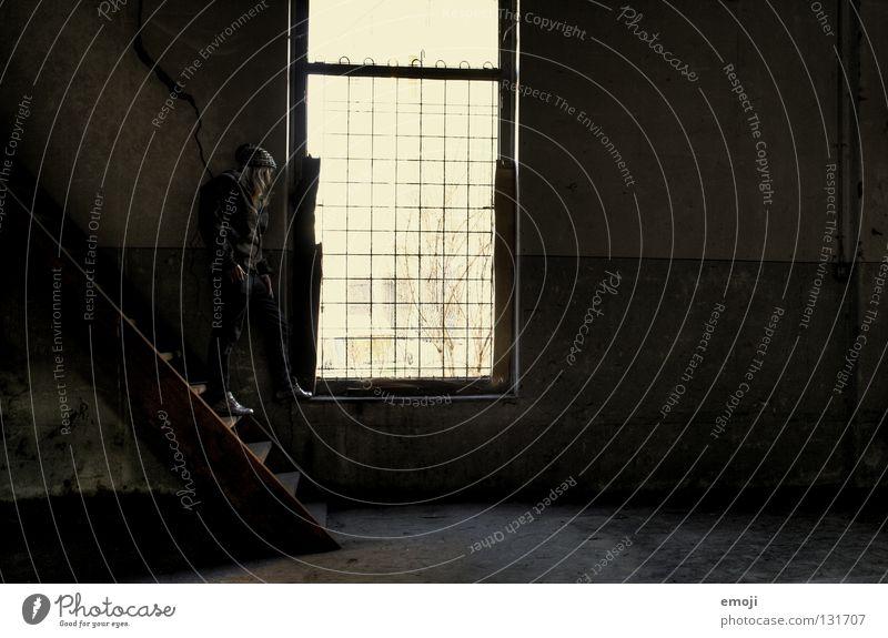 - dreckig Wunsch träumen Pause Denken Tagtraum Trauer Einsamkeit verfallen HDR historisch Frau frontal Zukunft Tür Holz Holzbrett Holztür Beton Wand Fenster