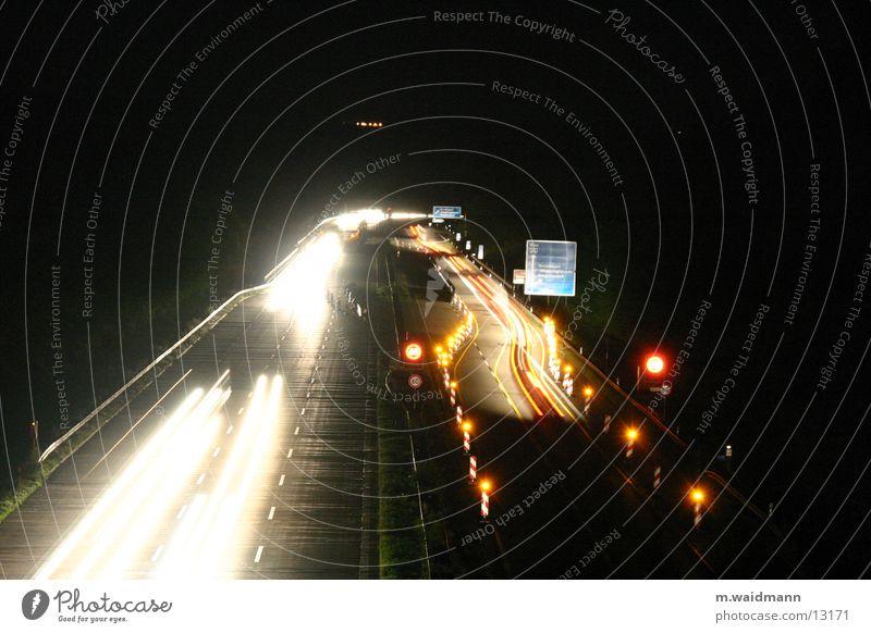 nachtbaustelle Autobahn PKW Lastwagen Nacht dunkel Baustelle Verkehr Langzeitbelichtung Belichtung Schilder & Markierungen Straße Licht Lampe
