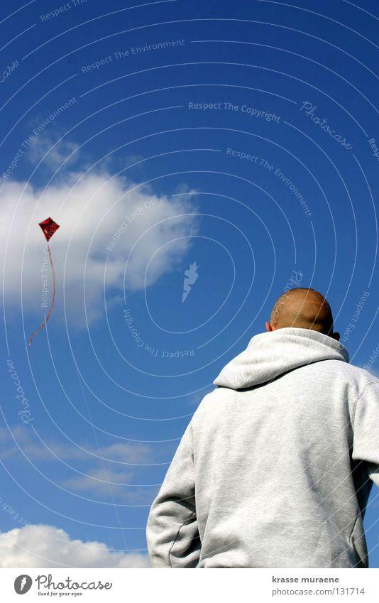 Und wo ist die Prinzessin? Mensch Himmel Mann blau weiß rot Freude Wolken Herbst Spielen Freiheit Wind fliegen hoch Luftverkehr Niveau