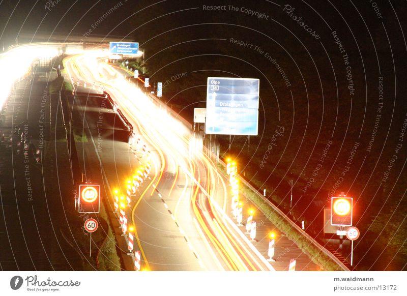 nachtbaustelle 3 Autobahn PKW Lastwagen Nacht dunkel Baustelle Verkehr Langzeitbelichtung Belichtung Schilder & Markierungen Straße Licht Lampe
