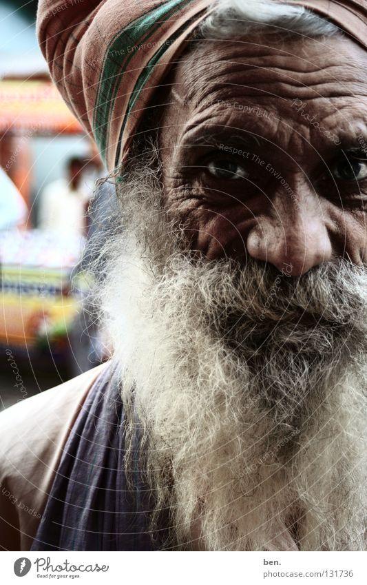 A Portrait In Rishikesh Mann Senior Bart Falte Indien Mensch Turban