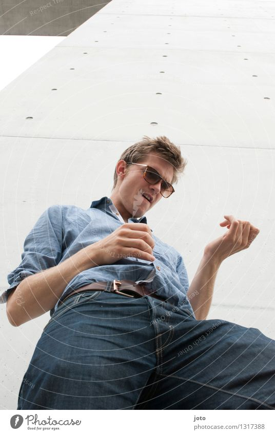 Rock it! Mensch Jugendliche Stadt Junger Mann Freude 18-30 Jahre Erwachsene lustig Glück Freiheit Lifestyle träumen wild Freizeit & Hobby Musik verrückt