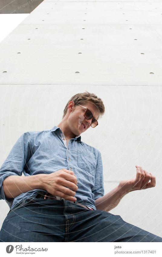 Musiker Lifestyle Freude Glück Freizeit & Hobby Freiheit Mensch Junger Mann Jugendliche 18-30 Jahre Erwachsene Schauspieler Kultur Hemd Sonnenbrille träumen