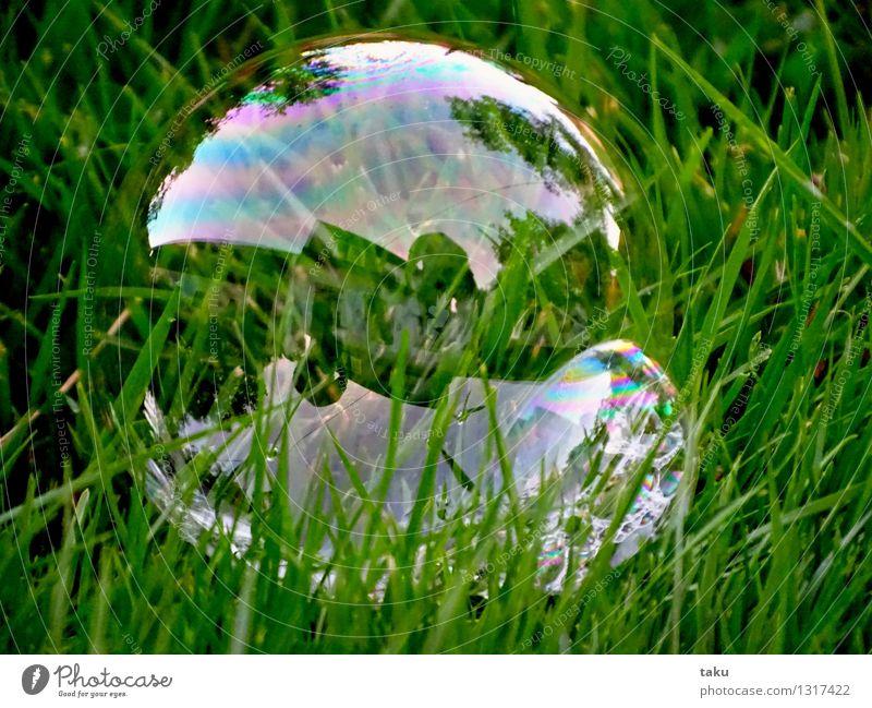 HOUSE IN BUBBLE Spielen Kinderspiel Zirkus Spielzeug Luftballon Kugel dünn rund grün violett rosa Freude Seifenblase Seifenschaum Farbfoto Außenaufnahme