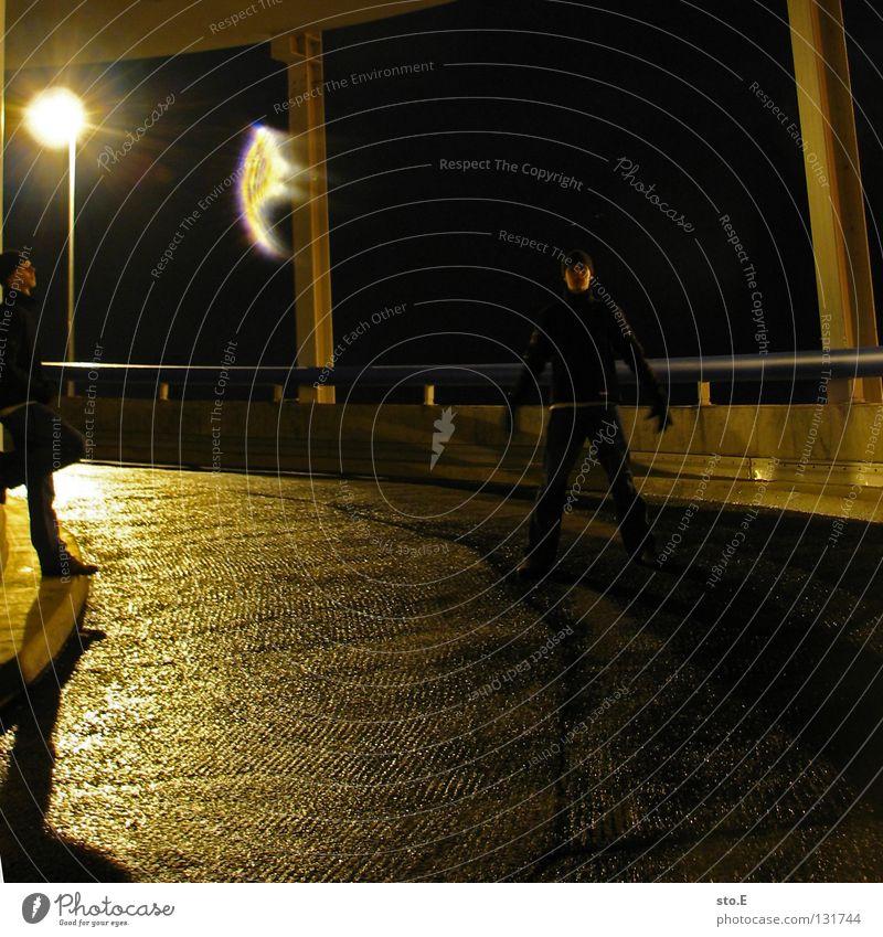dark | to shadow pt.2 Mensch Ferne dunkel schwarz kalt Beleuchtung Lampe Metall glänzend stehen Perspektive Aussicht genießen Kreis rund erleuchten