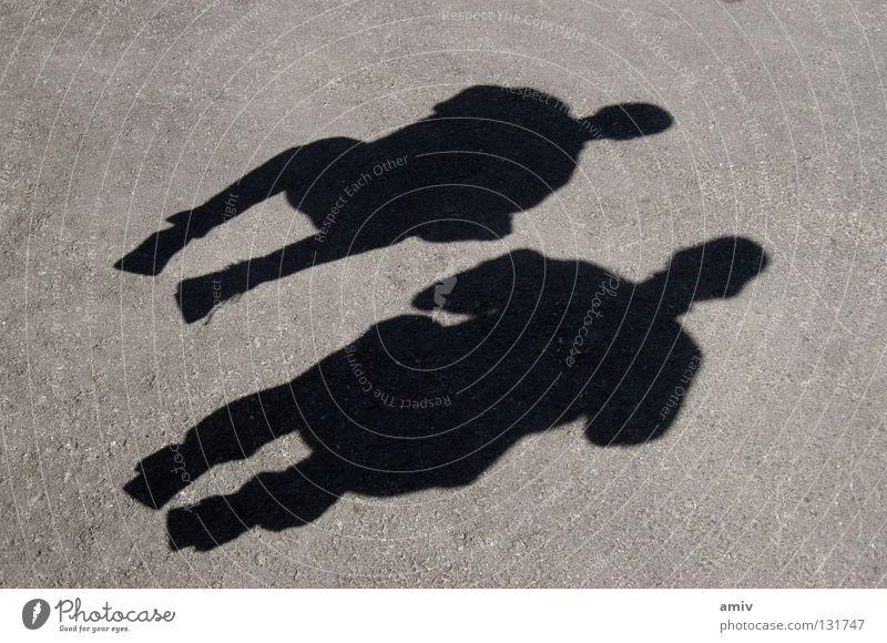 Schattenspiel springen Kurzzeitbelichtung Jugendliche Freude Mensch hockend ruhig in der luft fliegen Freiheit
