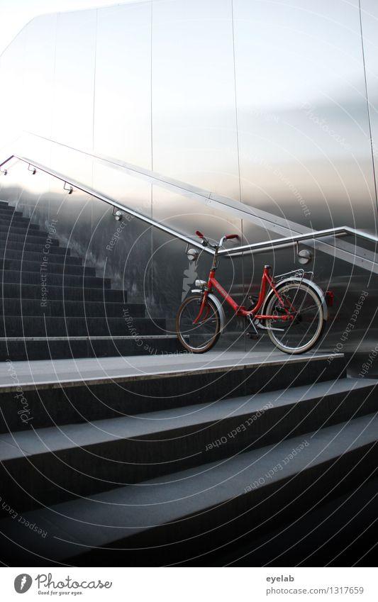 Früh geparkt Design Freizeit & Hobby Fahrradfahren Stadt Hauptstadt Stadtzentrum Menschenleer Haus Bahnhof Tunnel Bauwerk Architektur Mauer Wand Treppe Fassade