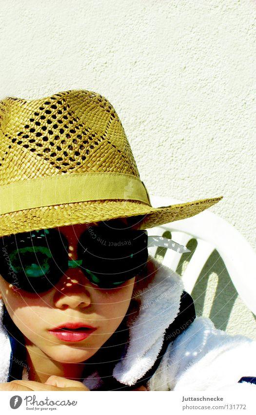 Buena Vista Social Club Kind Sonne Sommer Freude Junge lustig Coolness Brille Stuhl Hut verstecken Sessel Wetterschutz Tarnung Taucherbrille Frottée