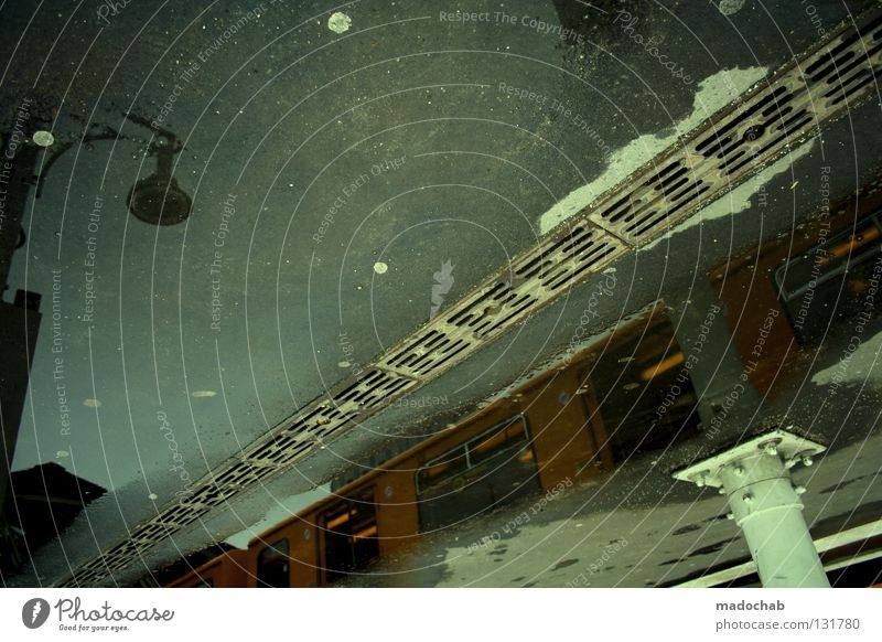 DAMN ORIENTIERUNGSLOS Stadt Straße kalt träumen Regen Wetter nass Verkehr Eisenbahn Bodenbelag außergewöhnlich Güterverkehr & Logistik Asphalt Laterne Unwetter