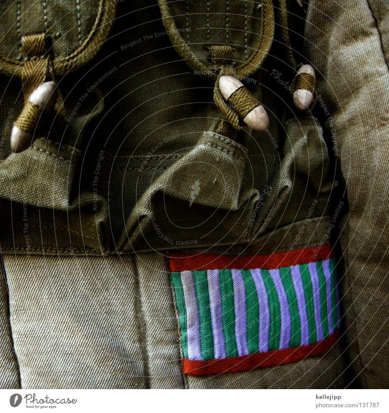 fashion victim Stein Mode gold glänzend Bekleidung Macht Stoff Symbole & Metaphern Güterverkehr & Logistik Zeichen Falte fangen Jacke Schmuck Soldat silber