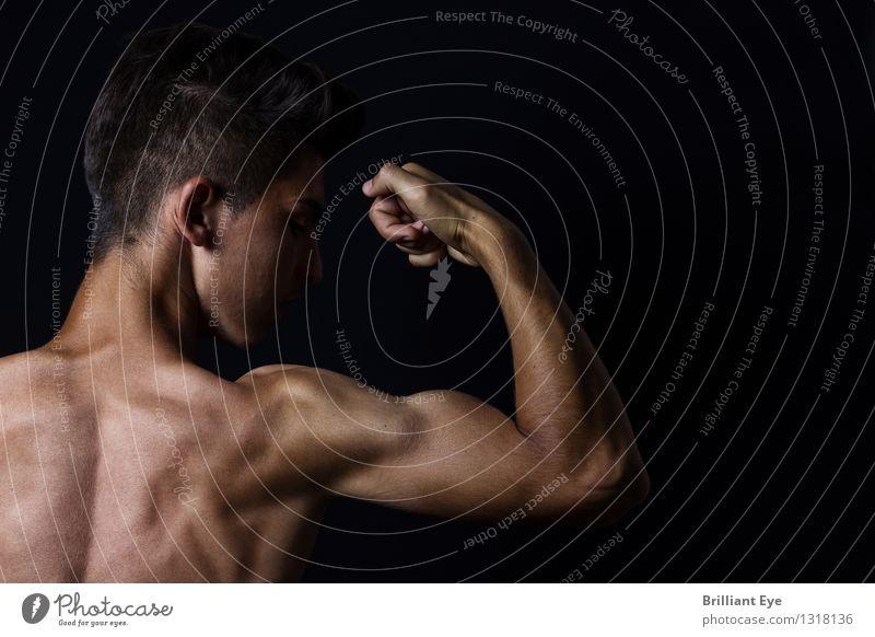 angehender Bizepsbuilder Lifestyle Freizeit & Hobby Krafttraining Sport Fitness Sport-Training Mensch maskulin Hand 1 sportlich glänzend muskulös selbstbewußt