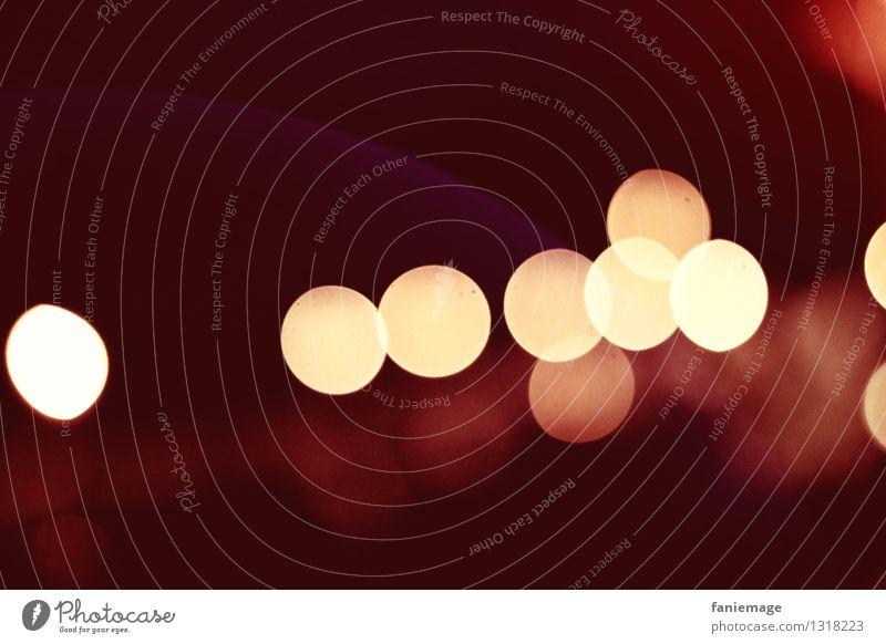 Lichtpunkte Kerze Stimmung Unschärfe Nacht Lichtspiel Gold rot braun dunkel bordeaux Reihe Sommernacht geheimnisvoll Muster Menschenleer Textfreiraum oben