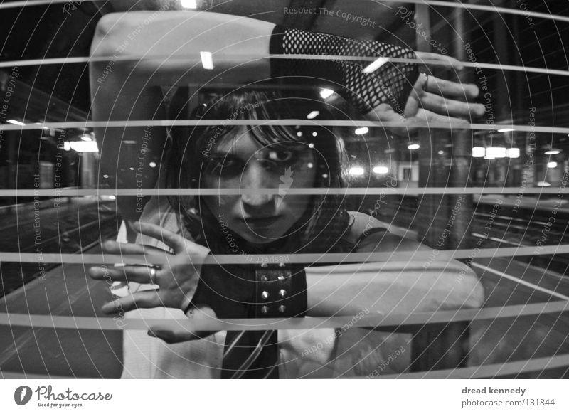 JustNineTeen Mensch Jugendliche Gesicht Gefühle Denken träumen warten verrückt authentisch einzigartig Kommunizieren Junge Frau beobachten Schmuck Veranstaltung