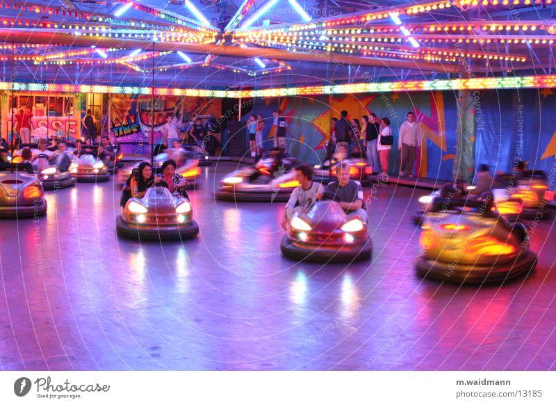 autoscooter Jahrmarkt Auto-Skooter fahren Licht Elektrisches Gerät Menschengruppe Kabel