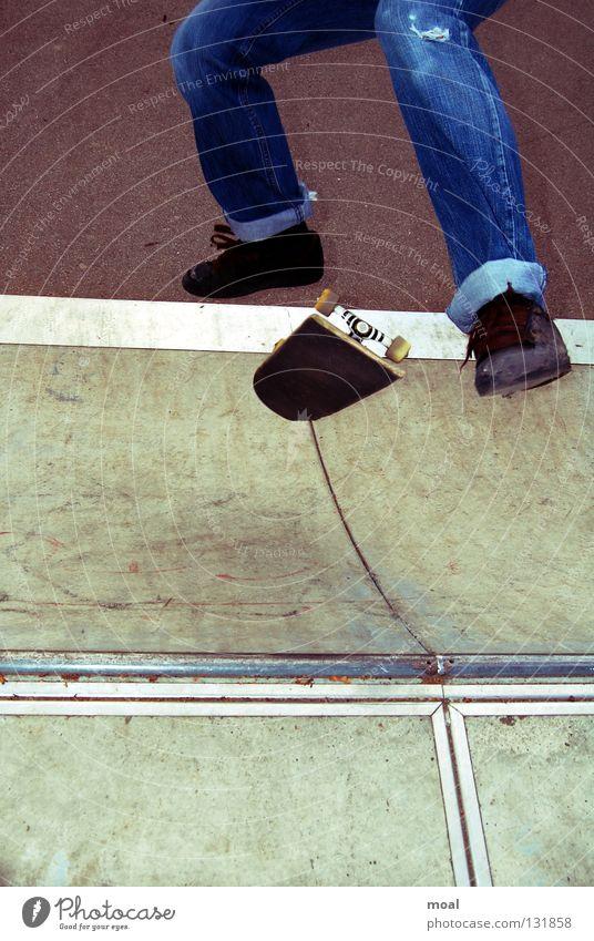 Kickflip Skateboarding Sportpark Salto extrem Stil Garching Extremsport Snowblind Freiheit Bail Fuß Beine