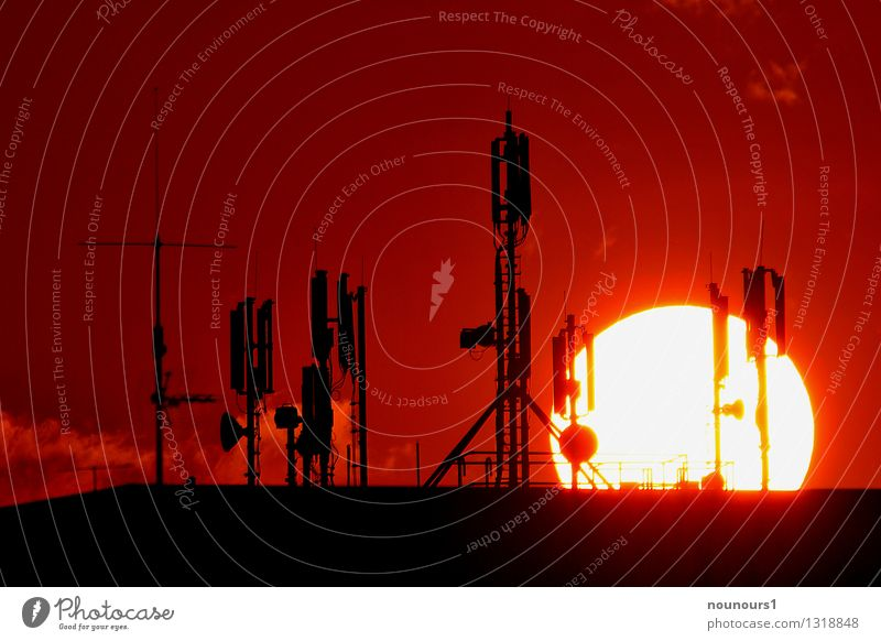 Sonnenuntergang hinter Mobilfunkmastenwald Telefon Handy PDA mobilfunk Funkmast Technik & Technologie Fortschritt Zukunft Telekommunikation