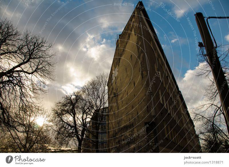 Charmante Kante Wolken Winter Berlin-Mitte Fassade Brandmauer Stimmung Zahn der Zeit abstrakt Strukturen & Formen Hintergrund neutral Dämmerung Schatten