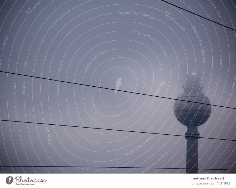 DARK SIDE OF LIFE Himmel Haus Wolken dunkel kalt Berlin grau Stein Gebäude Luft Linie nass Beton hoch verrückt
