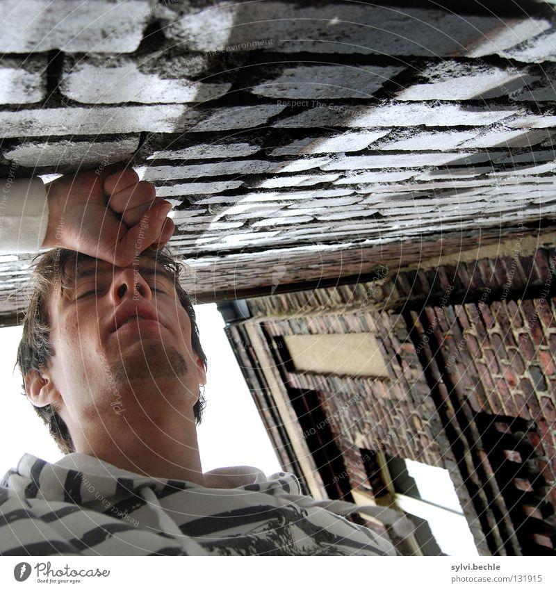 am ende Mann Hand Haus Erwachsene Fenster Wand Spielen Graffiti Kopf Traurigkeit Mauer Zeit Kraft Angst geschlossen Suche