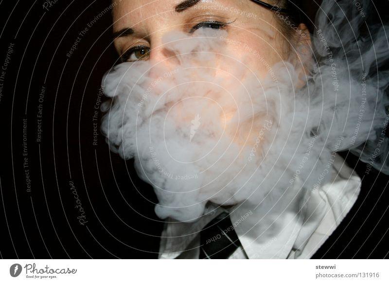 school's out Frau Rauch Uniform Nebel Rauchen Wasserpfeife Tabak Durchblick smoke female business dress Gesicht face Auge unklar verpackt Kopf
