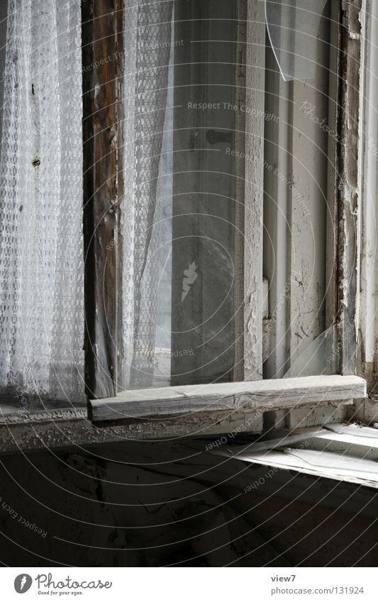 Offenstehend Fenster vergessen Ruine Zeit Verlauf Gardine verfallen weiß Holz Fensterrahmen Fensterbrett Haus Raum Vergänglichkeit Wohnzimmer obskur alt Glas