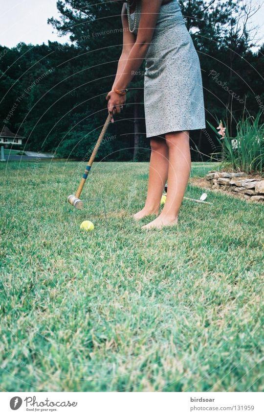 grass stains Gras Bekleidung Filmindustrie Kleid Konzentration Abenddämmerung Viertel Tennisball Croquet
