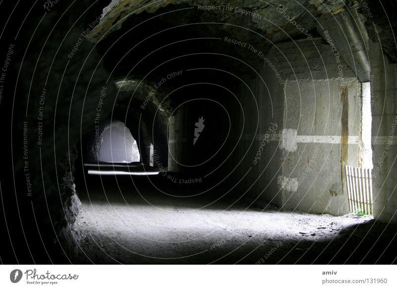 Irrweg ans Licht Stein Nebel Ziel Tunnel Staub Ausgang