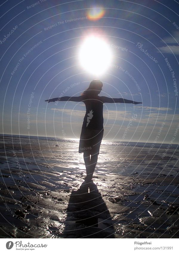 Gott ist bei dir, spürst du es? harmonisch Zufriedenheit ruhig Ferien & Urlaub & Reisen Ferne Freiheit Sommer Sonne Strand Meer Frau Erwachsene Sand Wasser
