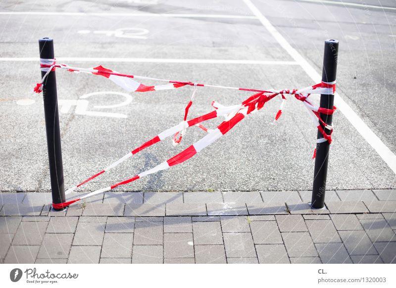 es flattaterte weiß rot Straße Wege & Pfade Verkehr Barriere Verkehrswege Parkplatz Straßenverkehr Poller
