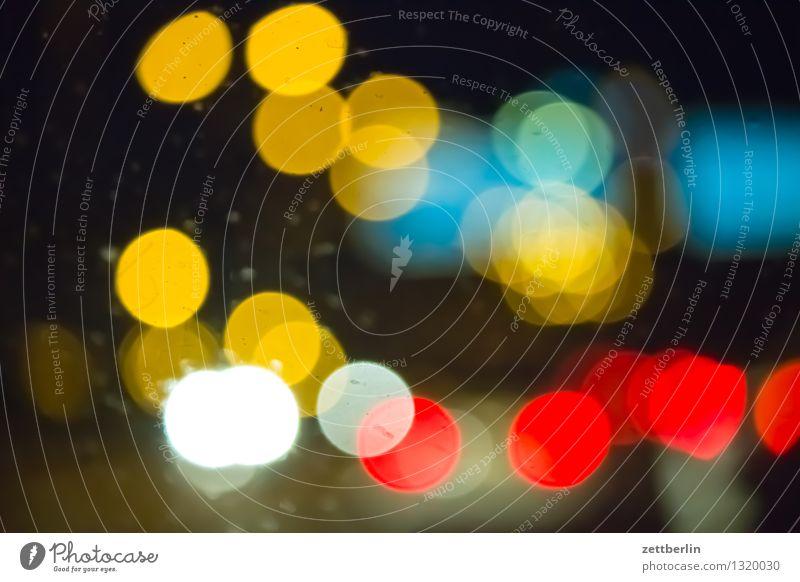 Lichtpunkte Punkt Nacht dunkel Scheinwerfer Autoscheinwerfer Baustrahler Lichterscheinung Laterne Straßenbeleuchtung Lampion Farbe mehrfarbig Abend Feierabend
