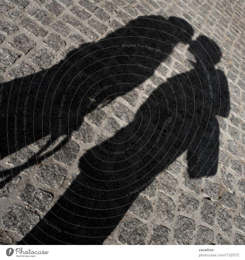 ZusammenSpiel Frau Mann weiß Freude Liebe schwarz Straße Gefühle Glück grau träumen Stein Paar Zufriedenheit 2 Zusammensein