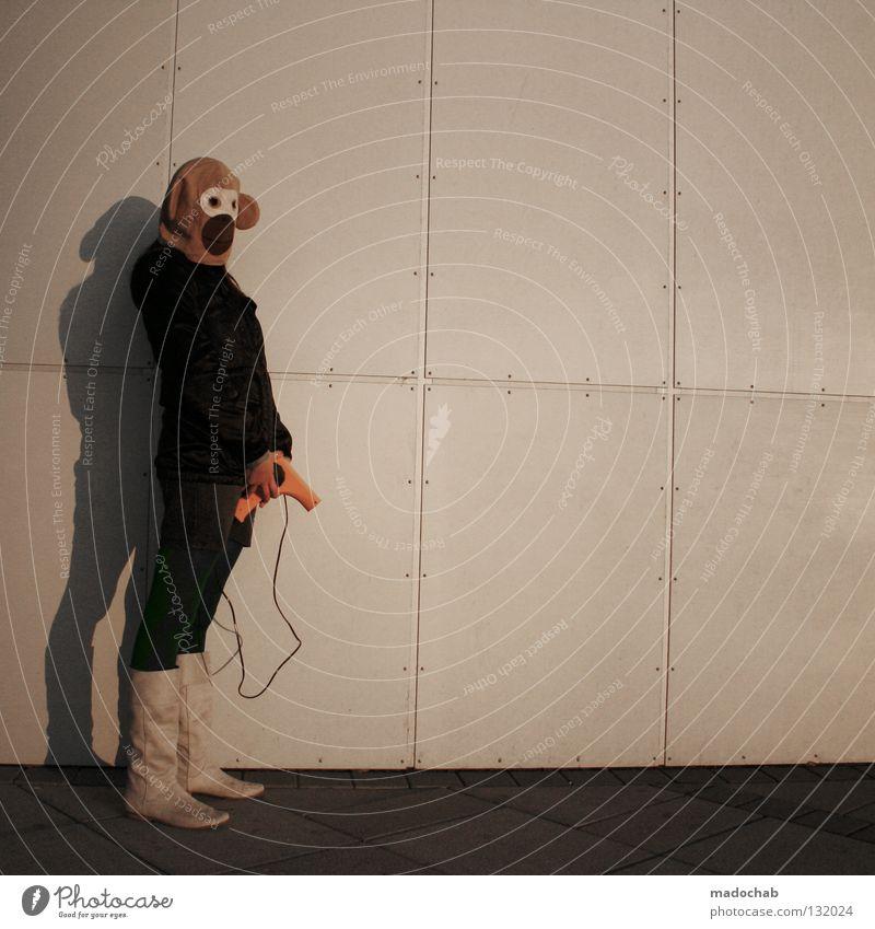 FASHION-TRENDS Frau Mensch Lifestyle Wand Affen Stiefel Bekleidung stehen außergewöhnlich Vergangenheit Gefühle woman Maske mask verkleiden annonym verstecken
