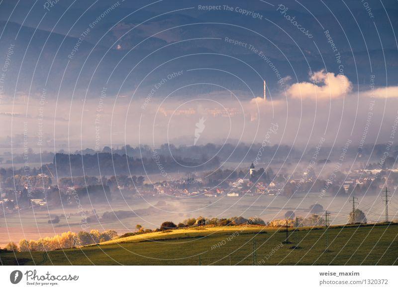 Morgen in der Slowakei Himmel Natur Pflanze blau Wasser Baum Landschaft Wolken Haus Wald Berge u. Gebirge Umwelt Wand Herbst Wiese Gras