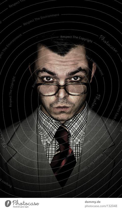 hello mr. freeman Mann Kerl stehen Anzug Weste Krawatte Hemd kariert Muster Streifen schwarz dunkel Haare & Frisuren Brille Lippen Bart Stoppel Augenbraue