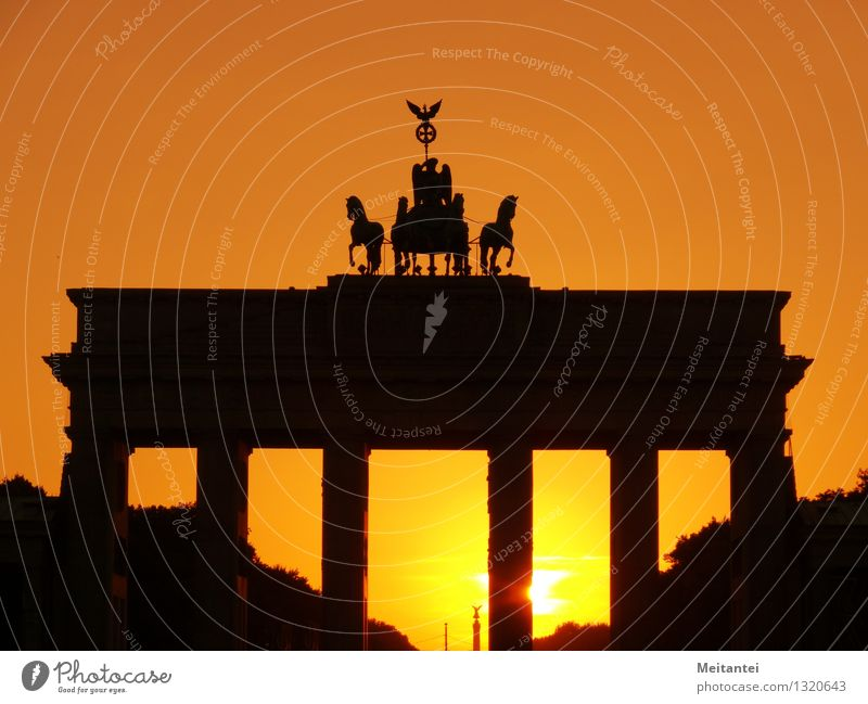 Brandenburger Tor Sonnenaufgang Sonnenuntergang Sonnenlicht Berlin Deutschland Europa Hauptstadt Stadtzentrum Bauwerk Gebäude Architektur Sehenswürdigkeit