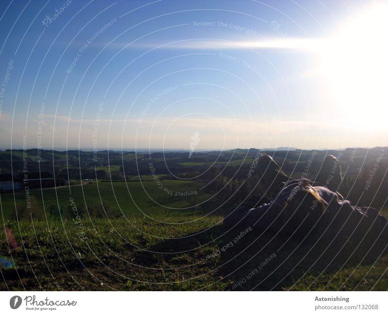 der erste Sommertag I Mensch Himmel Mann Sonne Sommer Wolken ruhig Landschaft dunkel Wiese Beine hell Horizont liegen schlafen Hügel