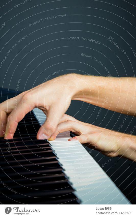 Fingerknoten Mensch Frau Jugendliche Mann Junge Frau Hand Junger Mann Erwachsene Spielen Kunst Musik lernen Studium Student Schüler