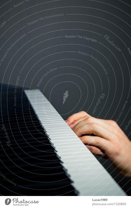 Lampenfieber Mensch Angst Musik Finger Konzert Bühne Klavier Musiker Schüchternheit unsicher Tasteninstrumente Klavier spielen Klavierunterricht