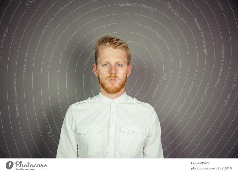 Man in white Student Arzt Mensch maskulin Junger Mann Jugendliche Erwachsene 1 18-30 Jahre 30-45 Jahre Kunst Künstler Maler Mode Bekleidung T-Shirt Hemd