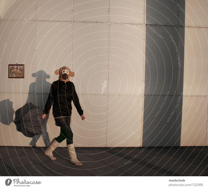 IM FALSCHEN FILM Frau Mensch Lifestyle Reihe Wand Affen Stiefel Bekleidung stehen außergewöhnlich Vergangenheit edel verrückt Freude Club Maske verkleiden