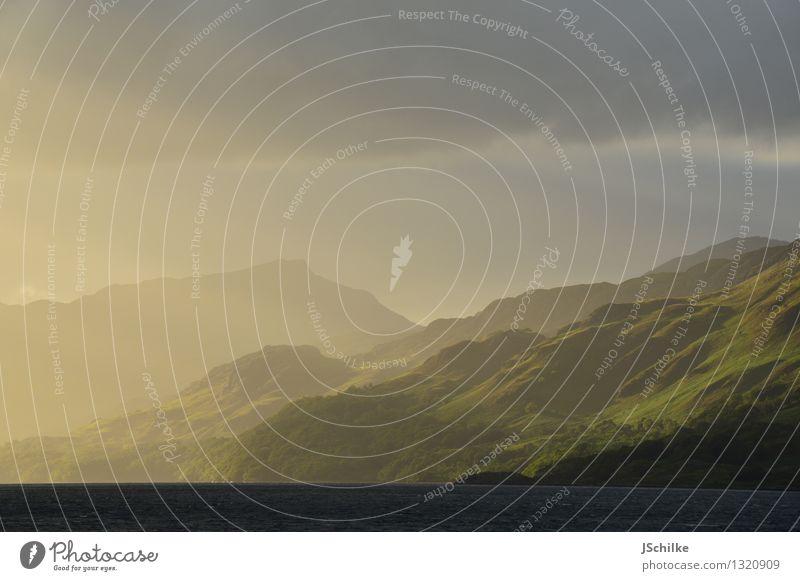 schottland pur Natur Wasser Landschaft Wolken Ferne dunkel Berge u. Gebirge Beleuchtung See hell Wetter ästhetisch Schönes Wetter Abenteuer Hoffnung malerisch