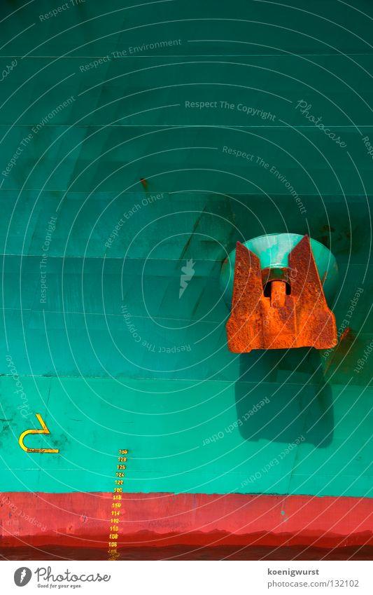 Neuer Ohrring? Wasser grün rot Farbe Wasserfahrzeug Hafen Rost türkis Schifffahrt Anlegestelle Schiffsbug Anker Dock Frachter