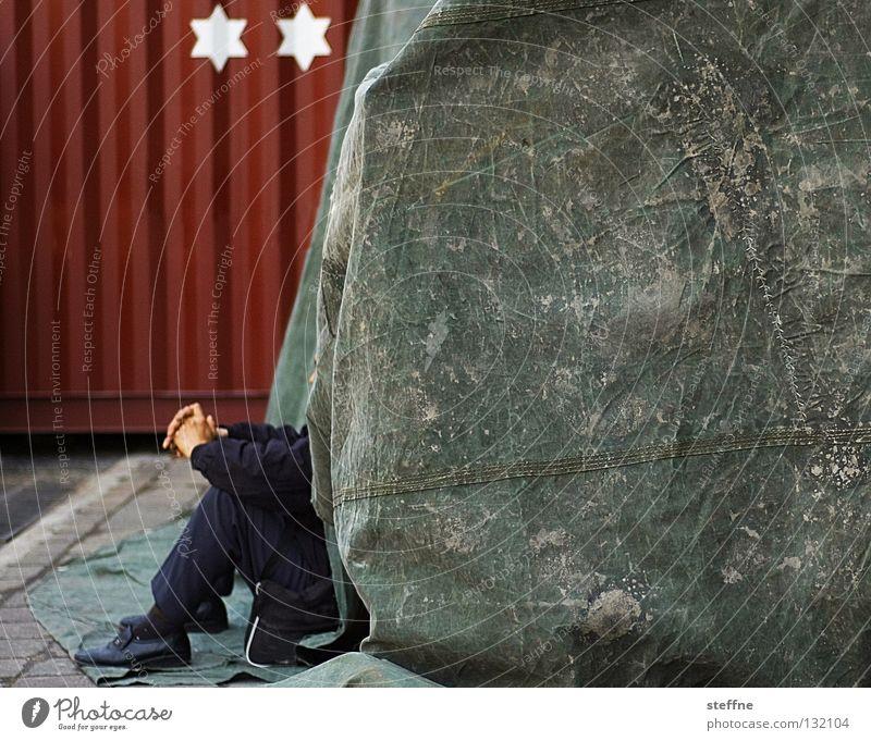 2* Absteige Arbeit & Erwerbstätigkeit Mensch Mann Erwachsene Hand Container rot Langeweile Pause Shanghai China Arbeiter Hotel Unterkunft Abdeckung Zelt