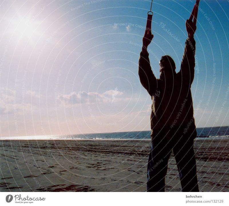 lass ihn fliegen Gegenlicht Freiheit Sonne Strand Meer Insel Wasser Himmel Wolken Wind Sturm Küste Nordsee festhalten Unendlichkeit Langeoog