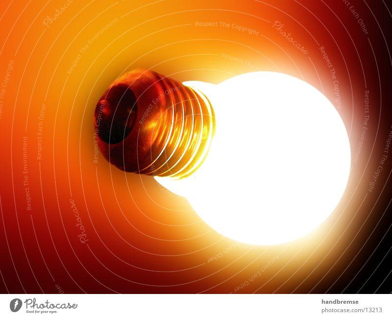 Glühbirne_Flash Lampe Licht Kunstlicht Strahlung Gedanke planen Erkenntnis obskur Blühbirne Geister u. Gespenster Leben Idee Erhellung Verstand