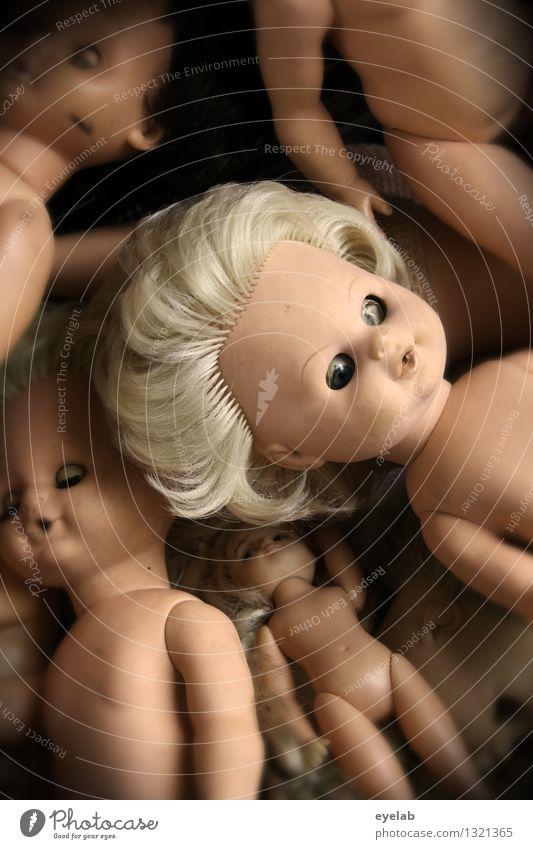 Blondes have more fun Spielen Kinderspiel Mensch feminin Homosexualität Mädchen Menschengruppe Haare & Frisuren Spielzeug Puppe Kunststoff alt blond gruselig