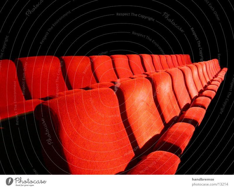 TheaterSitzReihe Mensch Stimmung Platz Stuhl Freizeit & Hobby Teile u. Stücke Theater Bühne Wiesbaden Kino Publikum Gesichtsausdruck gemütlich Sitzgelegenheit gestikulieren Ausdauer