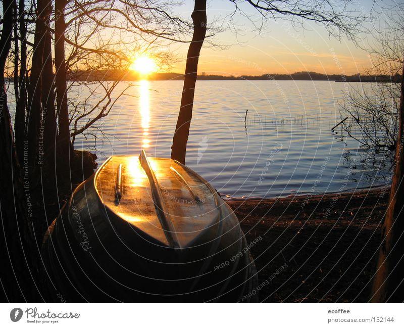 sundown Sonnenuntergang Abenddämmerung Romantik Wasserfahrzeug ruhig Seeufer Binnensee Traumland Ferien & Urlaub & Reisen Himmelskörper & Weltall Freude