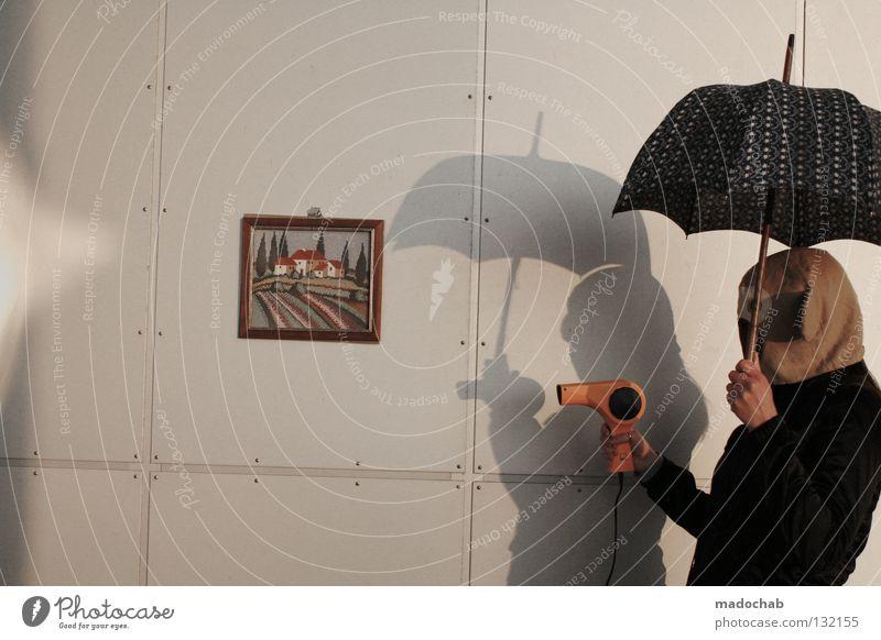 KILL KILL KILL Frau Mensch Freude Wand Mauer gefährlich außergewöhnlich stehen Lifestyle Bekleidung Macht bedrohlich Maske Regenschirm Karneval Gewalt
